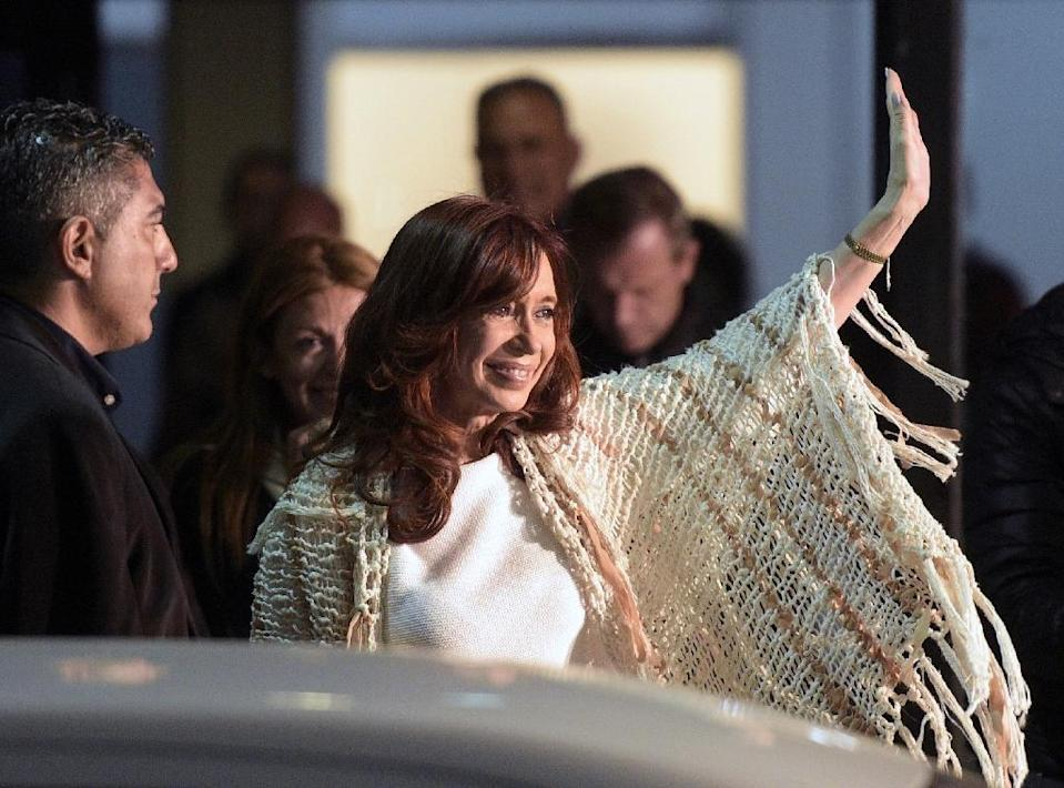 Former Argentine president Cristina Fernandez de Kirchner waves to supporters upon her arrival at Jorge Newbery airport in Buenos Aires on April 11, 2016 (AFP Photo/Juan Mabromata)