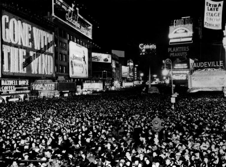 """""""Gone with the Wind"""" showing  on December 31, 1939 in New York's Times Square"""