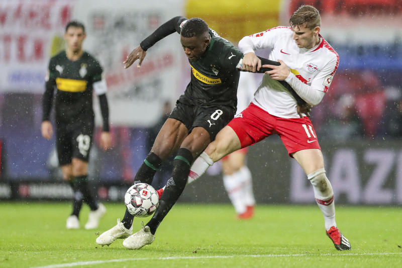 Leipzig's Timo Werner, right, and Gladbach's Denis Zakaria challenge for the ball during the German Bundesliga soccer match between RB Leipzig and Borussia Moenchengladbach in Leipzig, Germany, Sunday, Dec. 2, 2018. (Jan Woitas/dpa via AP)