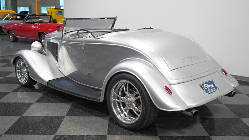 1934 Ford Roadster Has V8 Power