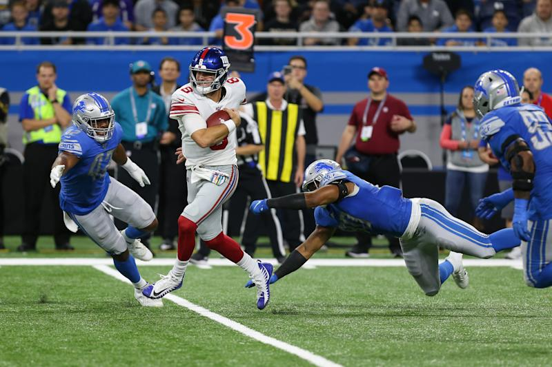 DETROIT, MI - OCTOBER 27: New York Giants quarterback Daniel Jones (8) runs with the ball while trying to elude Detroit Lions linebacker Devon Kennard (42), left, and Detroit Lions defensive end Trey Flowers (90), right, during a regular season game between the New York Giants and the Detroit Lions on October 27, 2019 at Ford Field in Detroit, Michigan. The Lions defeated the Giants 31-26. (Photo by Scott W. Grau/Icon Sportswire via Getty Images)