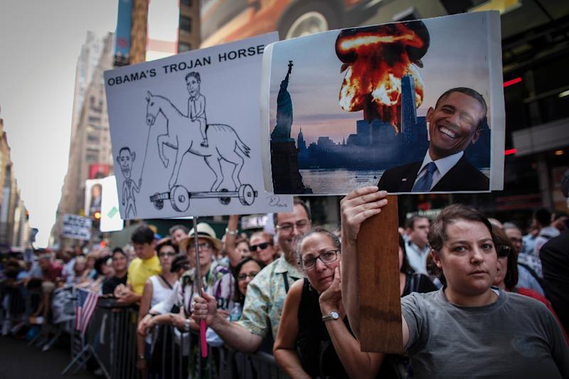 Protesters rally against the nuclear deal with Iran in Times Square in New York on July 22, 2015 (AFP Photo/Kena Betancur)