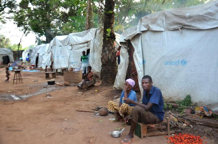 Christian refugees wait at the Catholic mission in Boda, southern Central African Republic, on May 21, 2015 (AFP Photo/Patrick Fort)