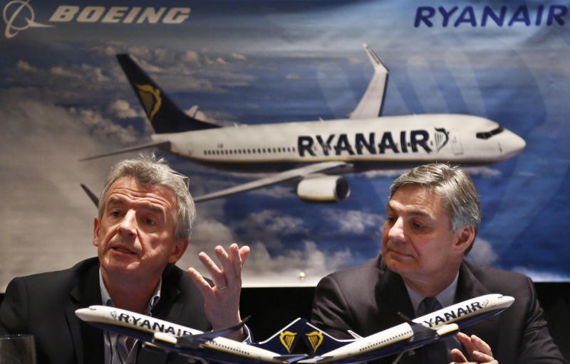 Michael O'Leary, left, CEO Ryanair, and Ray Conner, President and CEO Boeing, hold a press conference on Tuesday, March 19, 2013 in New York. Ryanair says it is buying 175 Boeing 737-800 aircraft, the biggest-ever order of Boeings by a European airline. (AP Photo/Bebeto Matthews)