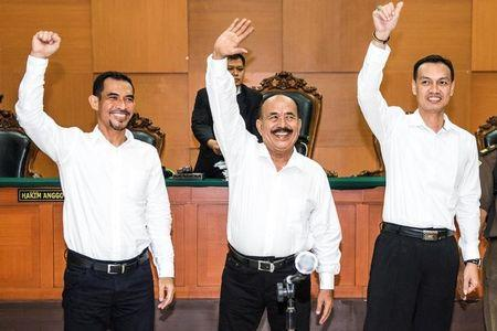 The leaders of Gafatar group (L-R) Mahful Muis Tumanurung, Ahmad Musadeq and Andry Cahya wave their hands during their trial at East Jakarta district court in Indonesia, March 7, 2017 in this photo taken by Antara Foto. Picture taken March 7, 2017. Antara Foto/M Agung Rajasa/ via REUTERS