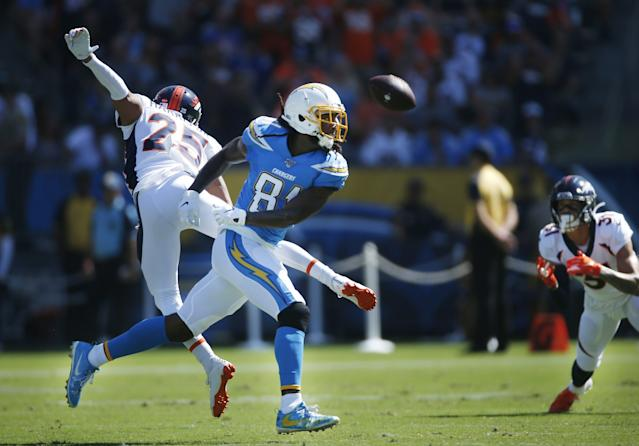 """Chris Harris (25), now a member of the Chargers, breaks up a pass intended for L.A. receiver Mike Williams when the cornerback was a member of the Denver Broncos. <span class=""""copyright"""">(K.C. Alfred / The San Diego Union-Tribune)</span>"""