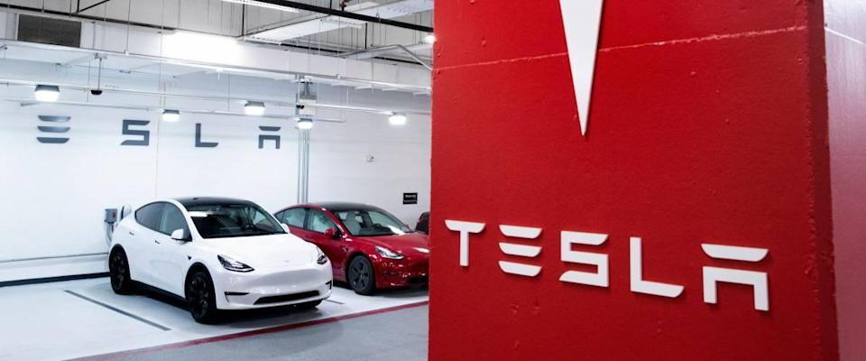 Tesla showroom with white and red cars in the background