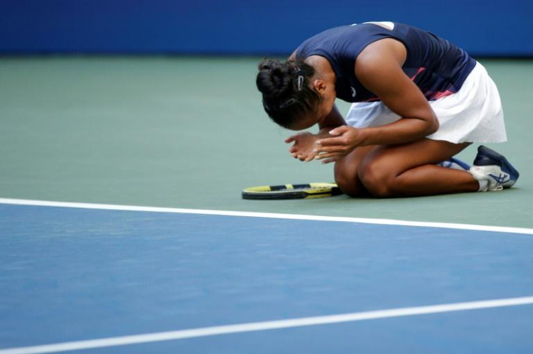 Canadian 19-year-old Leylah Fernandez fell to her knees after defeating Ukraine's fifth-seeded Elina Svitolina to reach the US Open semi-finals (AFP/Kena Betancur)