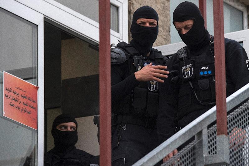 German police stand outside an association linked to a mosque in Berlin's central Tempelhof-Schoeneberg district during a raid targeting individuals suspected of inciting people to fight for the IS group in Syria, on September 22, 2015