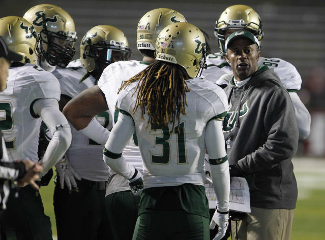 South Florida's jerseys will say 'The Team' instead of player names (Photo) [UPDATED]
