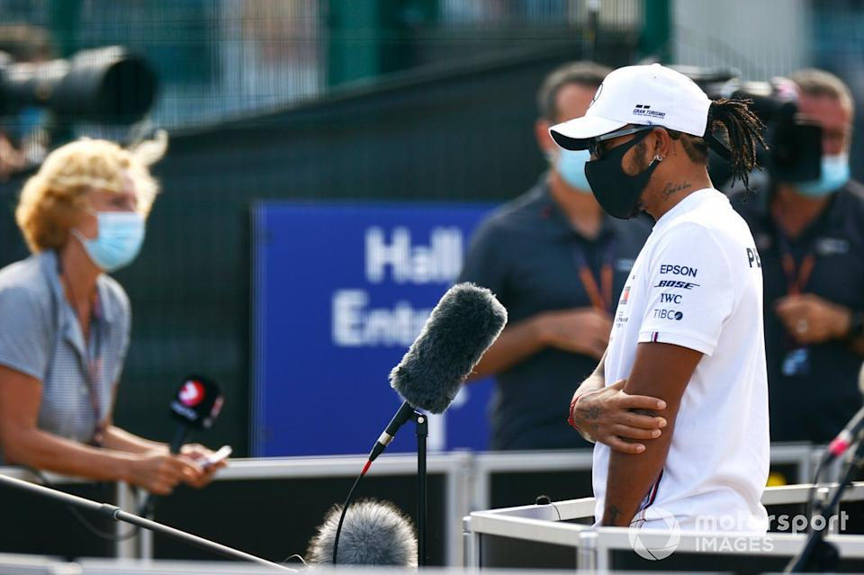 """Lewis Hamilton, Mercedes AMG F1, talks to the media<span class=""""copyright"""">Andy Hone / Motorsport Images</span>"""