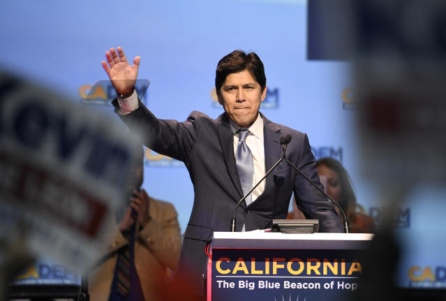 De León at the California Democrats' state convention. (Photo: Denis Poroy/AP)