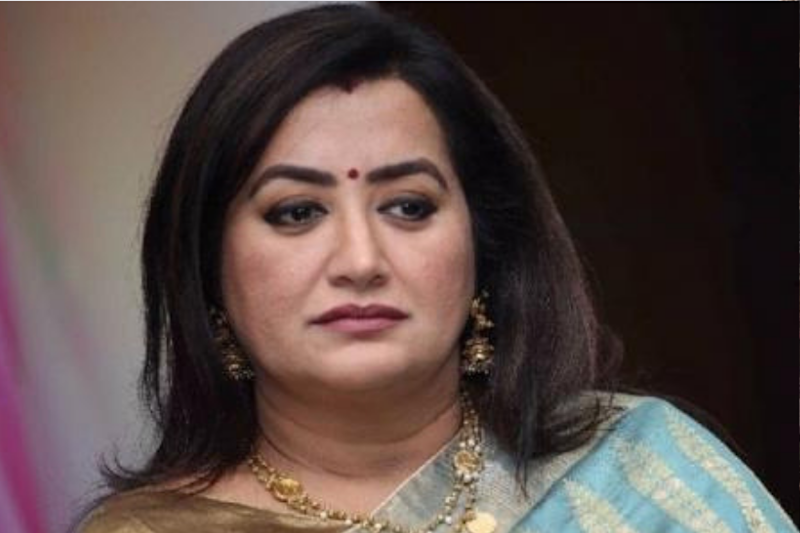 Sumalatha Ambareesh Defeats Nikhil Kumaraswamy, Becomes K'taka's 1st Independent MP in 52 Years