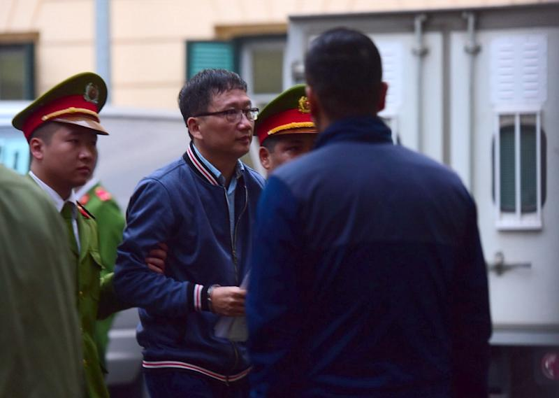 Former oil executive Trinh Xuan Thanh (C) has gone on trial under a snowballing anti-corruption sweep which observers say is politically driven (AFP Photo/-)