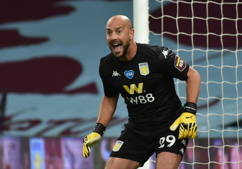 Lazio sign goalkeeper Reina from AC Milan