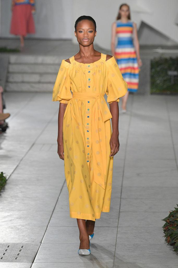 <p>Carolina Herrera also dressed a large majority of models in head-to-toe yellow. If deep sunshine isn't for you, opt for colour-blocking hues. <em>[Photo: Getty]</em> </p>