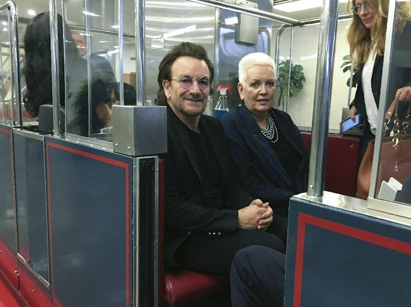 u2 s bono calls on us lawmakers to end family separations rh news yahoo com