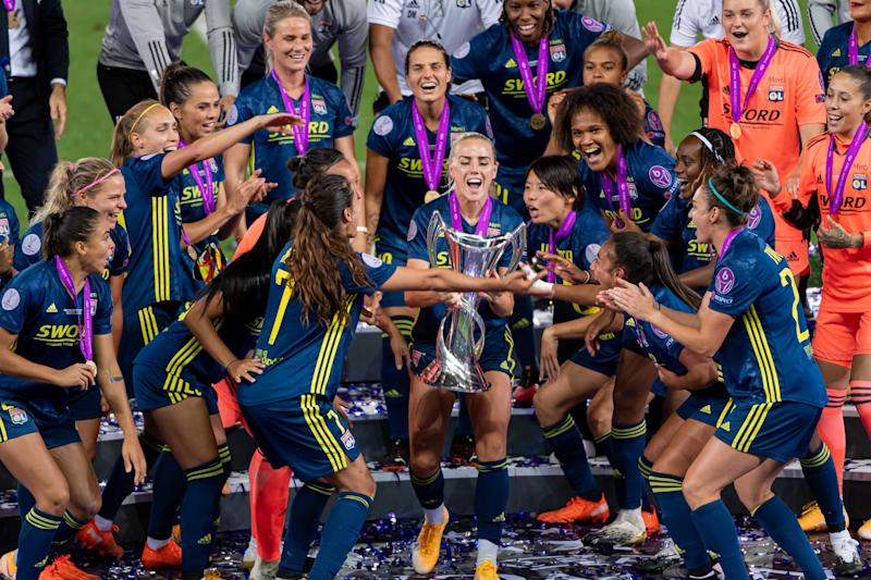 SAN SEBASTIAN, SPAIN - AUGUST 30: (BILD ZEITUNG OUT) Alex Greenwood of Olympique Lyon lifts the UEFA Women's Champions League Trophy after the victory of her team during the UEFA Women's Champions League Final between VfL Wolfsburg Women's and Olympique Lyonnais at Estadio Anoeta on August 30, 2020 in San Sebastian. (Photo by Alejandro Rios/DeFodi Images via Getty Images)