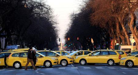 Taxis block a main road in Budapest's city centre, Hungary, January 18, 2016. Taxi drivers were protesting against the online taxi-hailing service Uber, demanding authorities to ban the service, according to local media. REUTERS/Bernadett Szabo