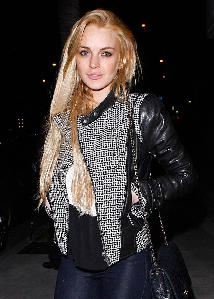 """""""Lindsay Lohan may be hanging out with ex-girlfriend Samantha Ronson a lot lately,"""" reports X17 Online, but really """"her heart is with Tom Hardy."""" According to the site, not only is the Inception star her """"sober coach,"""" but also """"she's really into him."""" For how serious Lohan and Hardy have become and details about their relationship, see what a Lohan pal confides to <a href=""""http://www.gossipcop.com/lindsay-lohan-dating-tom-hardy/"""" target=""""new"""">Gossip Cop</a>. Jean Baptiste Lacroix/<a href=""""http://www.wireimage.com"""" target=""""new"""">WireImage.com</a> - January 12, 2011"""
