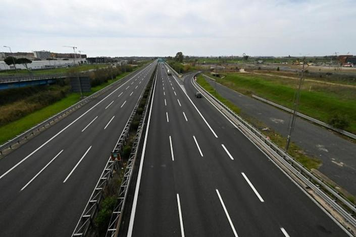 The normally busy road between Rome and the Fiumicino international airport (AFP Photo/ANDREAS SOLARO)
