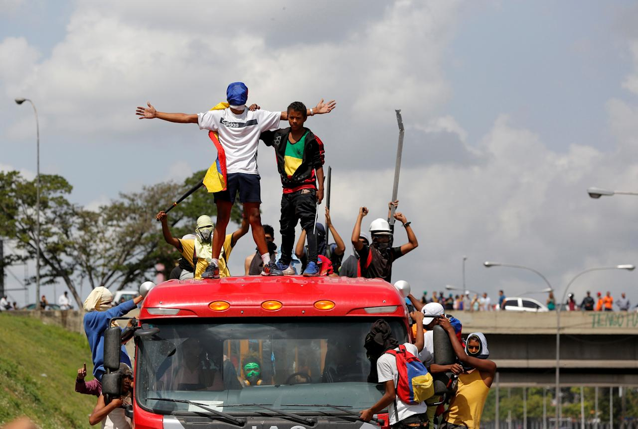 Demonstrators stand atop a truck while blocking a highway during a rally against Venezuela's President Nicolas Maduro's Government in Caracas, Venezuela, June 23, 2017. REUTERS/Ivan Alvarado