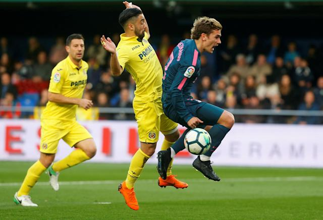 Soccer Football - La Liga Santander - Villarreal vs Atletico Madrid - Estadio de la Ceramica, Villarreal, Spain - March 18, 2018 Villarreal's Jaume Costa fouls Atletico Madrid's Antoine Griezmann and a penalty is awarded to Atletico Madrid REUTERS/Heino Kalis