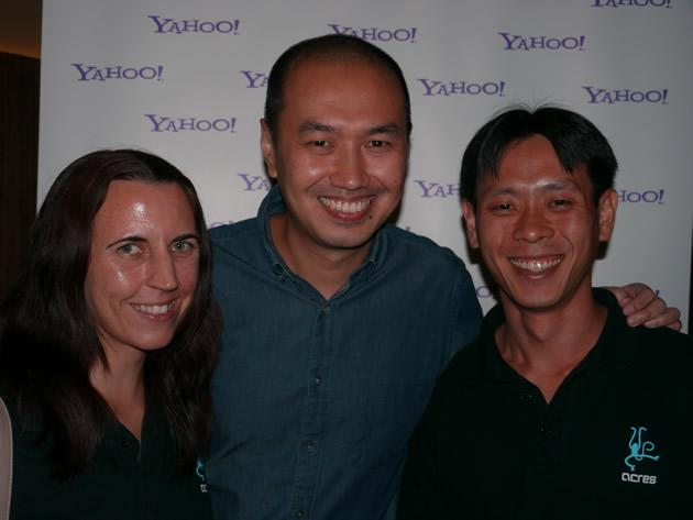 Yahoo! regional managing editor Alan Soon poses with ACRES founder Louis Ng (right) and his wife, Amy. (Yahoo! photo/Jeanette Tan)