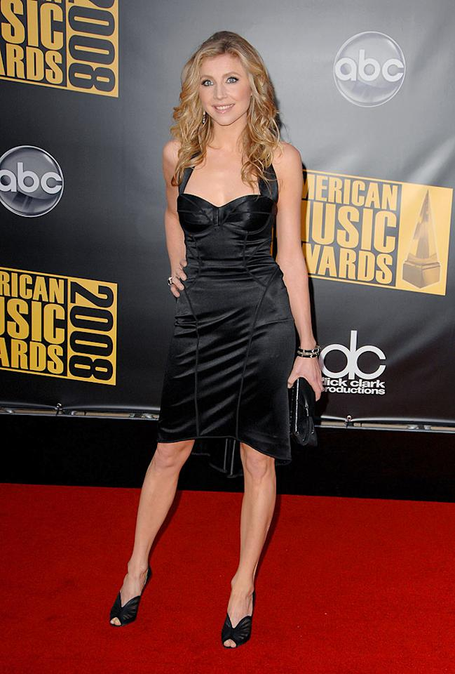 """Scrubs"" star Sarah Chalke looked fab in her satin Dolce & Gabbana number. Steve Granitz/<a href=""http://www.wireimage.com"" target=""new"">WireImage.com</a> - November 23, 2008"