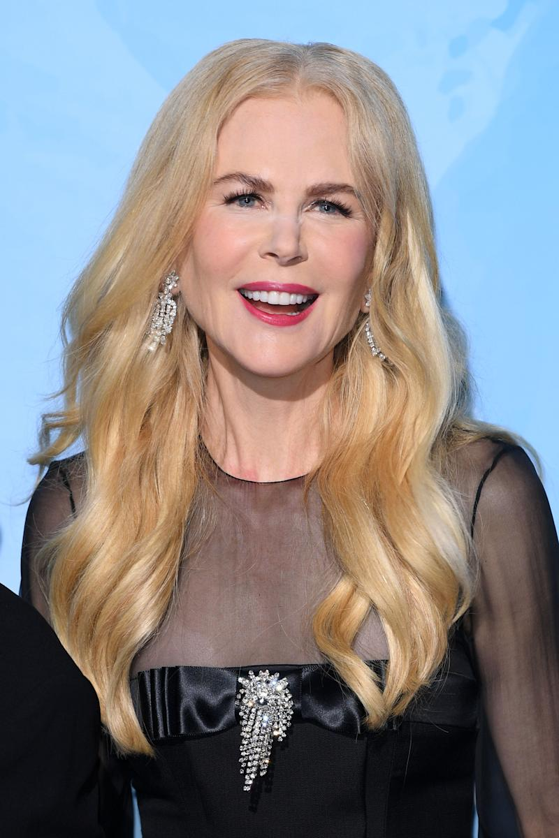 Nicole Kidman makeup fail with powder on her face