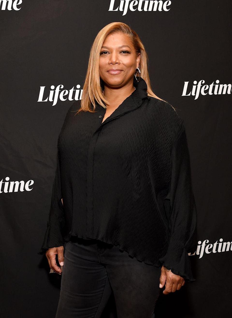<p>The queen of gorgeous hair rocks this classic caramel-toned look with gold streaks. This season, give yourself permission to ditch the darker hues and lean into fall hair colors that warm up your complexion, like actress and singer<strong> Queen Latifah</strong>.</p>