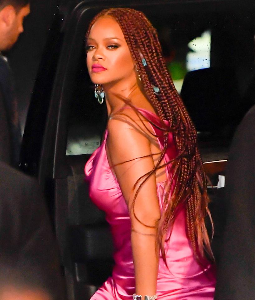 """<p><a class=""""sugar-inline-link ga-track"""" title=""""Latest photos and news for Rihanna"""" href=""""https://www.popsugar.co.uk/Rihanna"""" target=""""_blank"""" data-ga-category=""""Related"""" data-ga-label=""""https://www.popsugar.co.uk/Rihanna"""" data-ga-action=""""&lt;-related-&gt; Links"""">Rihanna</a> looks great in any style she wears. In this photo, she's wearing superlong burgundy box braids in the color 35.</p>"""