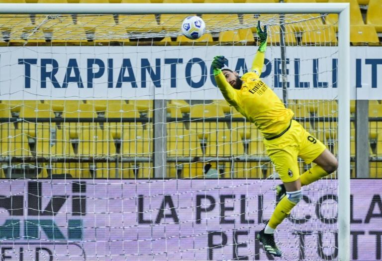 Donnarumma pulls off a save against Parma