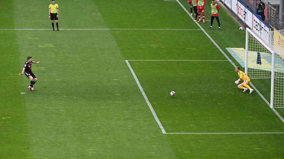 <p>Robert Lewandowski reached the 40-goal mark from the penalty spot</p> (Getty Images)