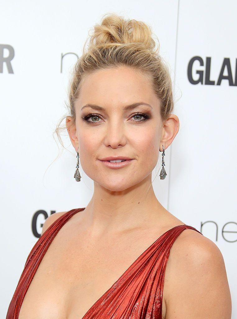 <p>A metallic, ombre eyeshadow is perfect for a wedding day. This ombre on Kate Hudson mixes cool and warm shades for a killer combo! A simple lip makes sure the eyes remain the focus. </p>