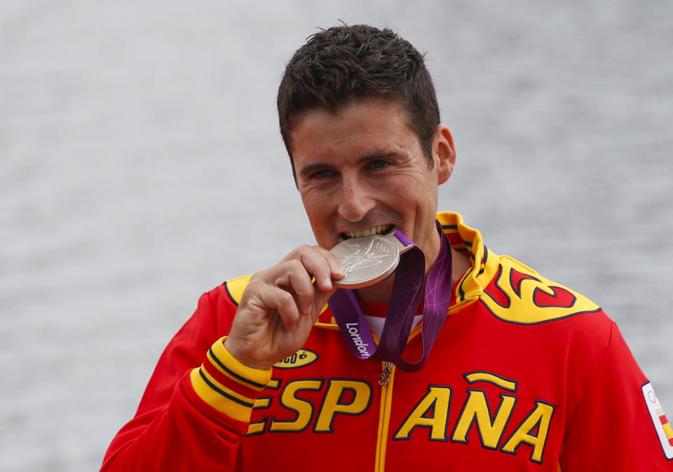David Cal Figueroa of Spain celebrates his silver medal after the men's canoe single (C1) 1000m final at Eton Dorney at the London 2012 Olympics Games near London, August 8, 2012.             REUTERS/Jim Young (BRITAIN  - Tags: OLYMPICS SPORT CANOEING)