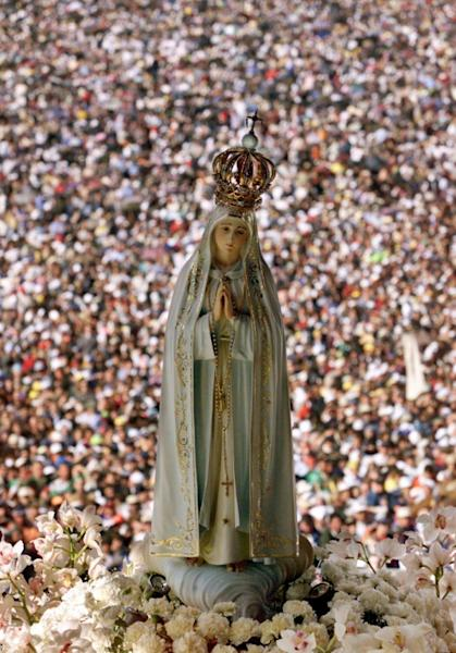 A statue of the Virgin of Fatima is pictured in 2000 as Pope John Paul II celebrated the mass of beatification of Jacinta and Francisco Marto in Fatima