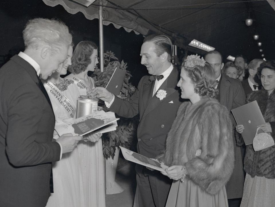 <p>Walt Disney and his wife (left) arrive at the Carthay Circle Theater in Hollywood for the 1941 premiere of his film, <em>Fantasia</em>. </p>