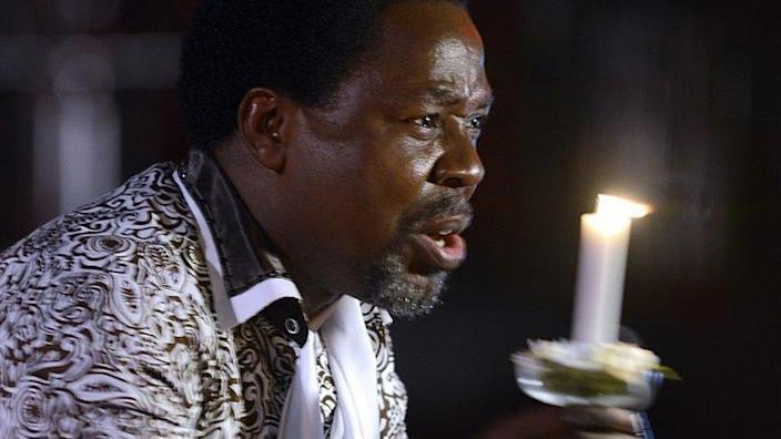 Nigerian pastor TB Joshua speaks during a New Year's memorial service for the South African relatives of those killed in a building collapse at his Lagos megachurch on December 31, 2014