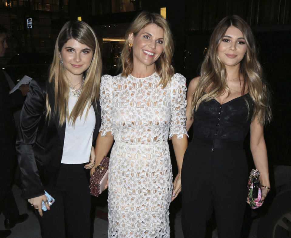 Lori Loughlin her daughters Isabella Rose Giannulli and Olivia Jade Giannulli. (Photo: Getty Images)
