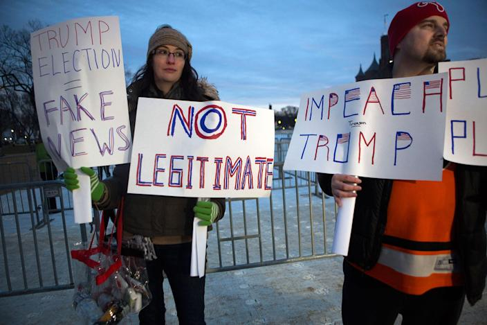 <p>Maggie Larson, left, and her husband Michael Larson travelled from Philadelphia to protester inauguration of Donald Trump on the National Mall on January 20, 2017 in Washington, DC. (Photo: Jessica Kourkounis/Getty Images) </p>