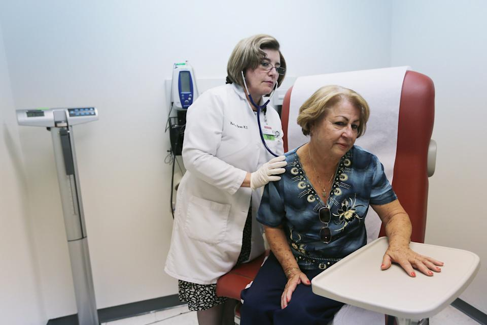 Dr. Martha Perez examines Maria Lebron in a room at the Community Health of South Florida. (Photo: Joe Raedle/Getty Images)