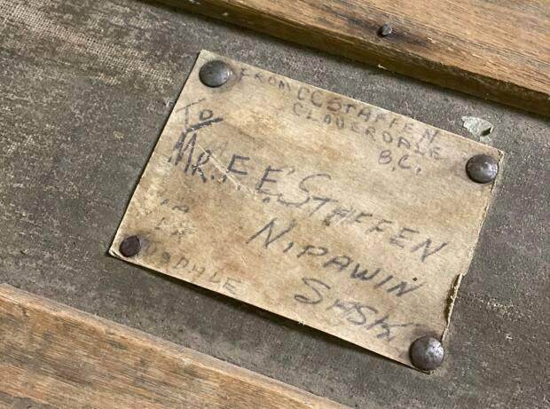 The trunk had a tag that caught antique dealer Marlene Jennings's eye — and a name that she recognized.