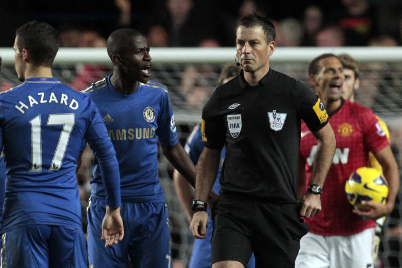 "In this Sunday, Oct. 28, 2012 photo, Chelsea's Ramires, center left, remonstrates with referee Mark Clattenburg, center right, during their English Premier League soccer match against Manchester United at Stamford Bridge, London. Chelsea accused referee Mark Clattenburg of using ""inappropriate language"" at two players during Sunday's Premier League match against Manchester United, and lodged an official complaint with the Football Association. Clattenburg sent off two Chelsea players in the 3-2 loss to United at Stamford Bridge and allowed a contentious late winning goal to striker Javier Hernandez, who appeared to be offside when he scored. (AP Photo/Sang Tan)"