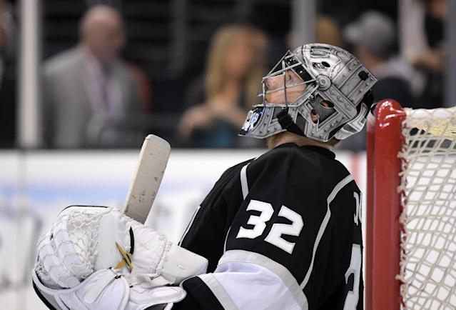 Los Angeles Kings goalie Jonathan Quick rests during the third period in Game 6 of an NHL hockey second-round Stanley Cup playoff series against the Anaheim Ducks, Wednesday, May 14, 2014, in Los Angeles. The Kings won 2-1. (AP Photo)