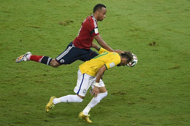 Juan Camilo Zuniga (left) challenges Neymar during the World Cup quarter-final between Brazil and Colombia in Fortaleza on July 4, 2014 (AFP Photo/Odd Andersen)