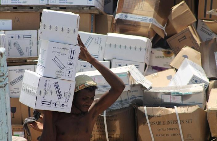 Vessels sent by the United Arab Emirates managed to deliver medical supplies to the besieged Yemeni port city of Aden in May 2015 (AFP Photo/Saleh al-Obeidi)