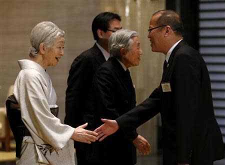 Aquino shakes hands with Japan's Empress Michiko and Emperor Akihito at the Imperial Palace in Tokyo