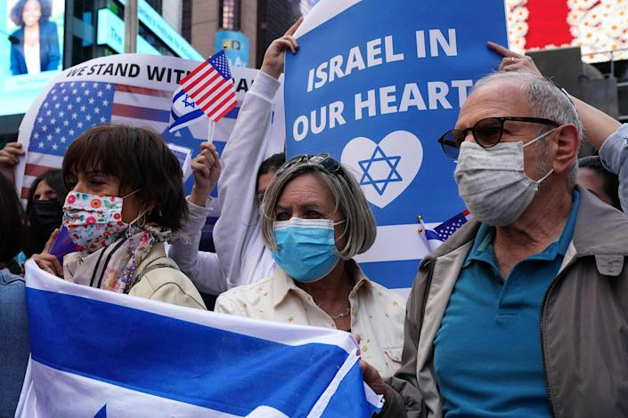 Image: A pro-Israel gathering in Times Square in New York (Timothy A. Clary / AFP - Getty Images)