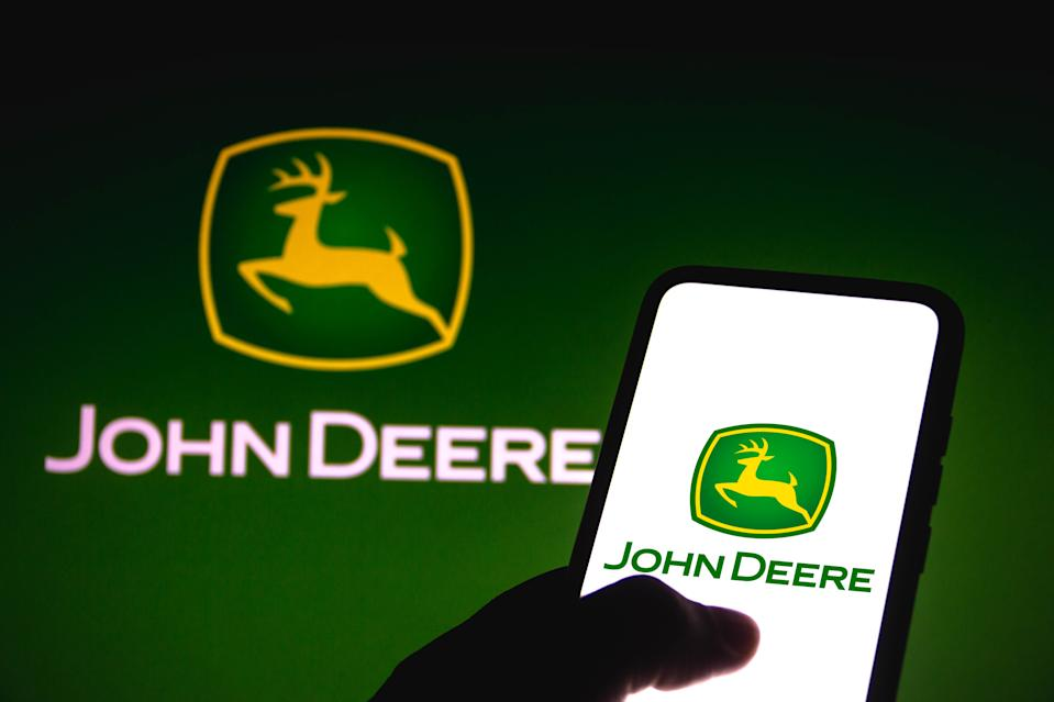 BRAZIL - 2021/06/14: In this photo illustration the John Deere logo seen displayed on a smartphone. (Photo Illustration by Rafael Henrique/SOPA Images/LightRocket via Getty Images)
